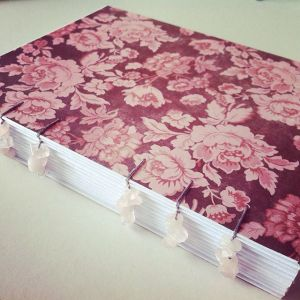 carnet-grimoire-quartz-rose-reliure-pages