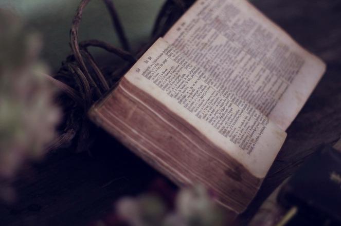 livre-ancien-conte-legendes